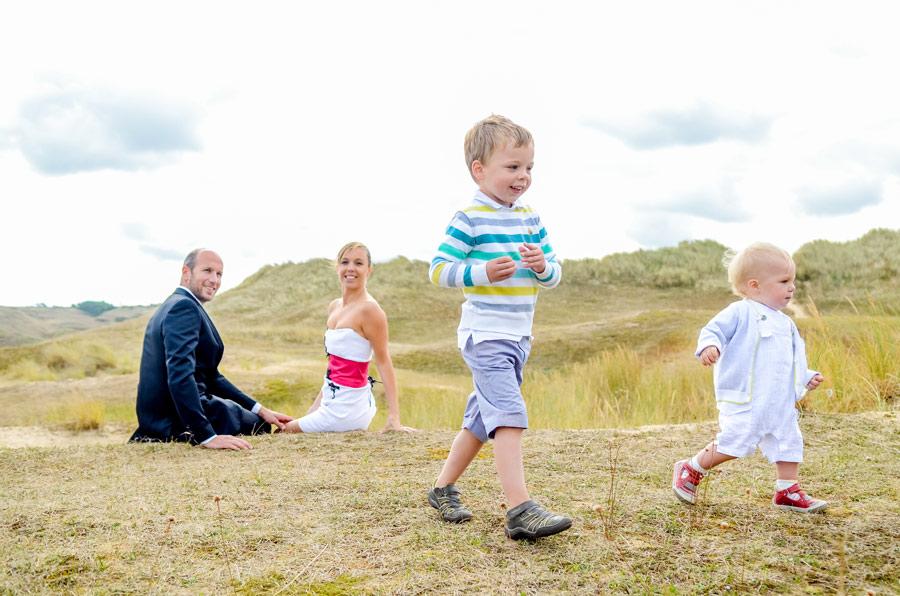 Séance photo en amoureux après mariage, réaliser dans les dune de biville en Normandie
