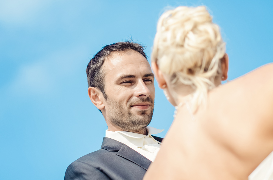 Séance photo après mariage de Fanny et Manu à Vierville sur mer dans la manche.